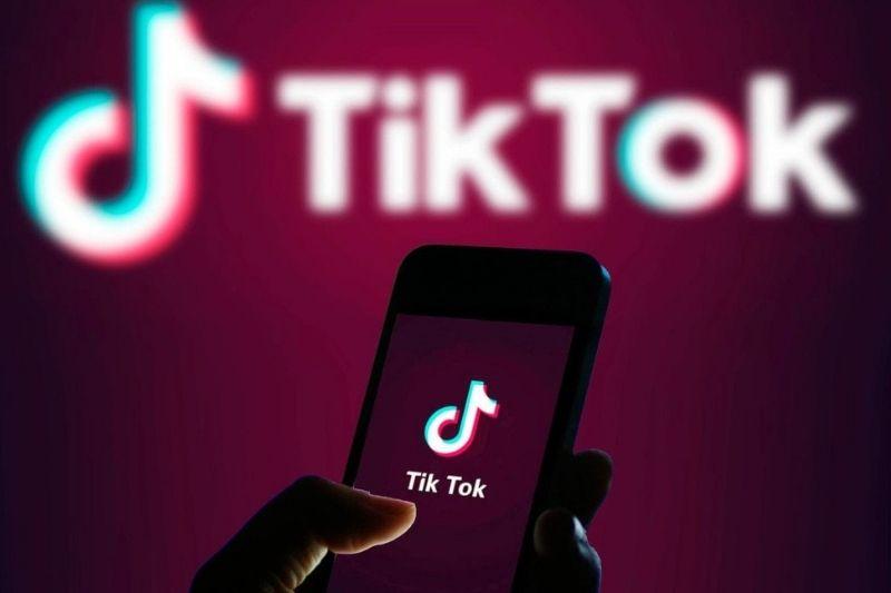 Como juntar dois vídeos no TikTok?